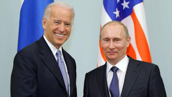 Президент РФ Владимир Путин и президент США Джо Байден - Sputnik Таджикистан
