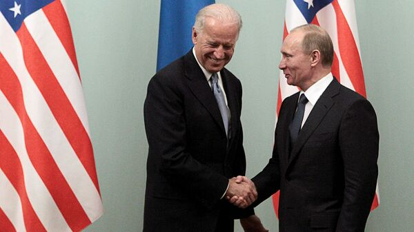 Президент РФ Владимир Путин и президент США Джо Байден - Sputnik Тоҷикистон