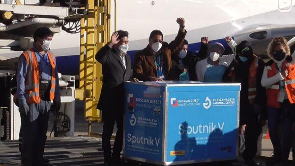 В Боливию доставлена первая партия Спутник V - YouTube - Sputnik Тоҷикистон
