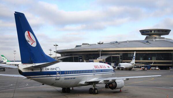 Самолет Boeing 737-500 авиакомпании Белавиа в международном аэропорту Внуково - Sputnik Тоҷикистон