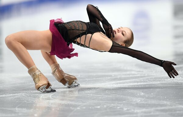 Александра Трусова выступает с произвольной программой в женском одиночном катании на чемпионате России по фигурному катанию - Sputnik Таджикистан