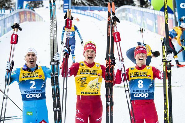 Призеры общего зачета на соревнованиях по лыжным гонкам Тур де Ски среди мужчин в итальянском Валь-ди-Фьемме  - Sputnik Таджикистан