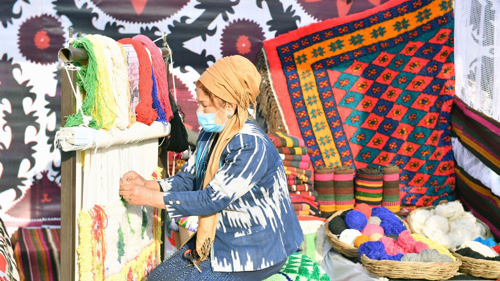 Достижения народного хозяйства на выставке в Согдийской области - Sputnik Таджикистан, 1920, 21.09.2021