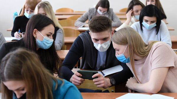 Возобновление очного обучения в вузах - Sputnik Таджикистан