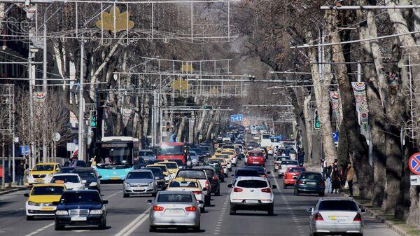 Движение транспорта по проспекту Рудаки в Душанбе - Sputnik Таджикистан