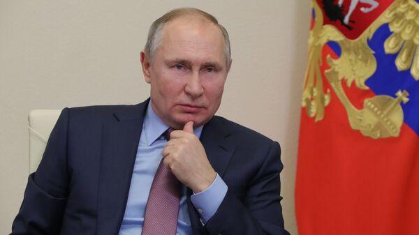 Президент РФ В. Путин на совещании - Sputnik Тоҷикистон