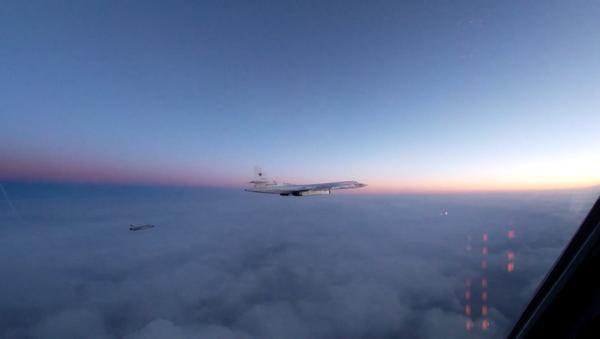 Российские Ту-160 пролетели над Баренцевым, Гренландским и Норвежским морями - Sputnik Тоҷикистон