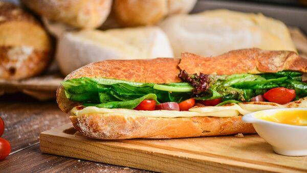 Свежий хлеб и сендвич - Sputnik Таджикистан