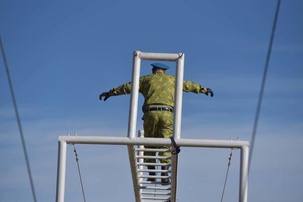 Разведчики на полосе препятствий - Sputnik Таджикистан
