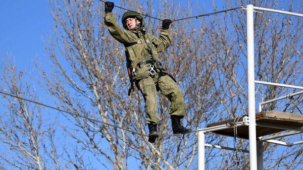 Учения мотострелков на полигоне Ляур - Sputnik Таджикистан