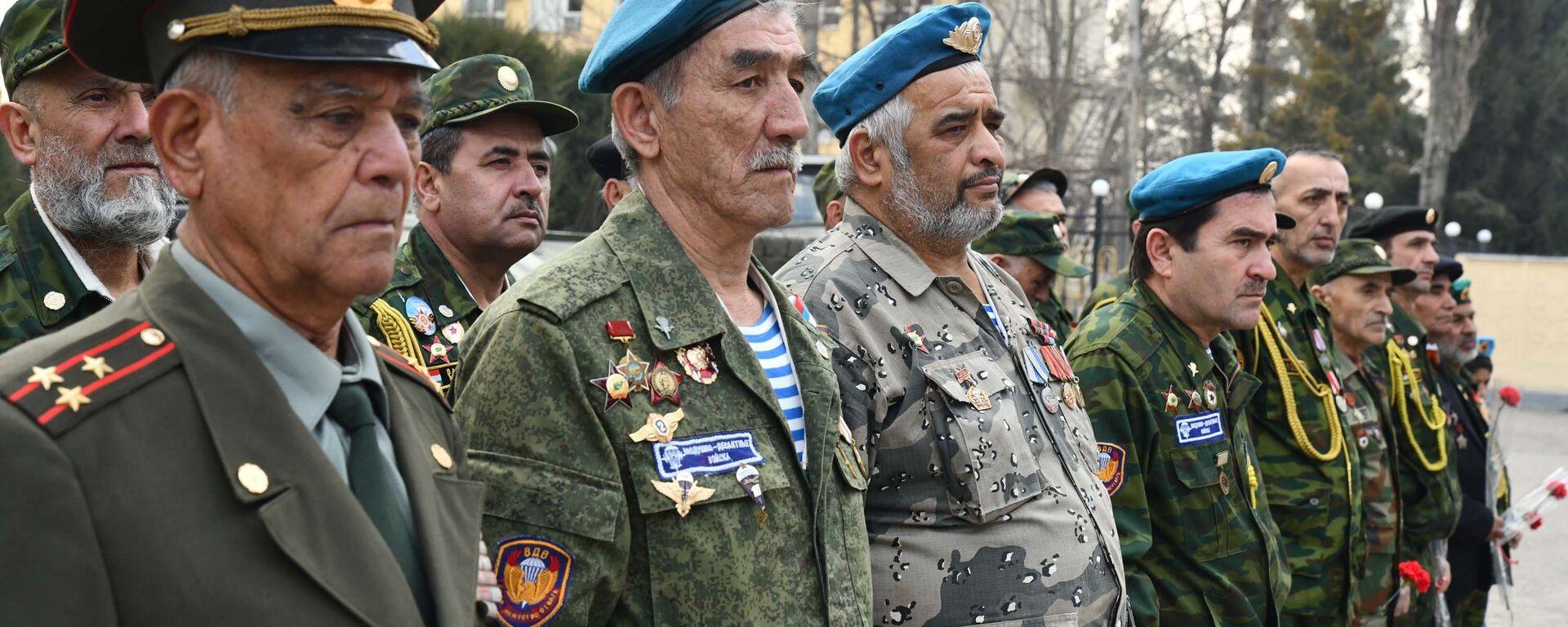 Чествование воинов-интернационалистов, погибших в Афганистане - Sputnik Таджикистан, 1920, 15.02.2021