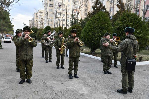Чествование воинов-интернационалистов состоялось на территории 201-й российской военной базы, дислоцированной в Таджикистане - Sputnik Таджикистан
