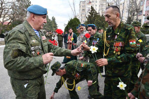 Ветераны поздравляют друг друга с окончанием Афганской войны - Sputnik Таджикистан