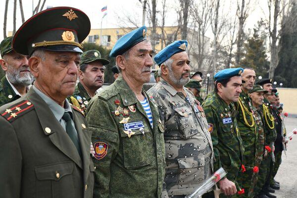 В память о войнах-интернационалистах была объявлена минута молчания - Sputnik Таджикистан