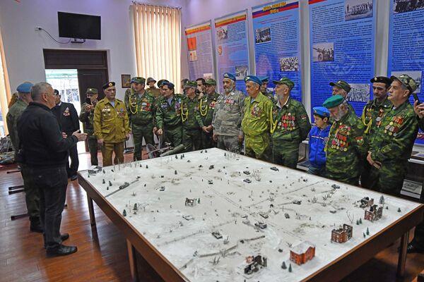 На 201-й РВБ почтили память воинов-интернационалистов - Sputnik Таджикистан