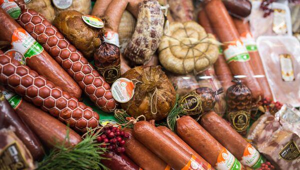 Мясная продукция на агропромышленной выставке  - Sputnik Таджикистан