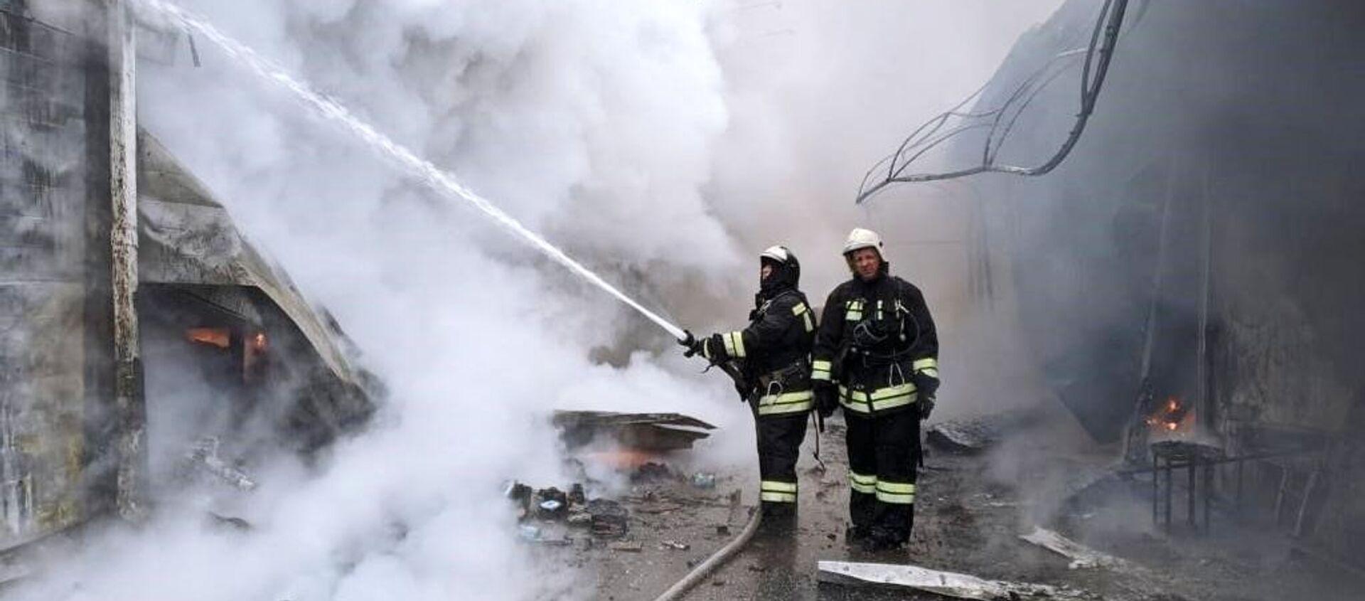 Пожар на рынке в Волгограде - Sputnik Таджикистан, 1920, 16.02.2021