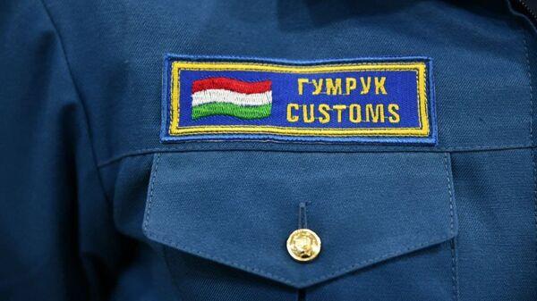 Нашивка на форме сотрудника таможенной службы  - Sputnik Тоҷикистон