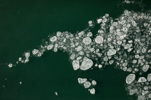 Льдины у подножия водопада Американ в Ниагара-Фолсе - Sputnik Таджикистан