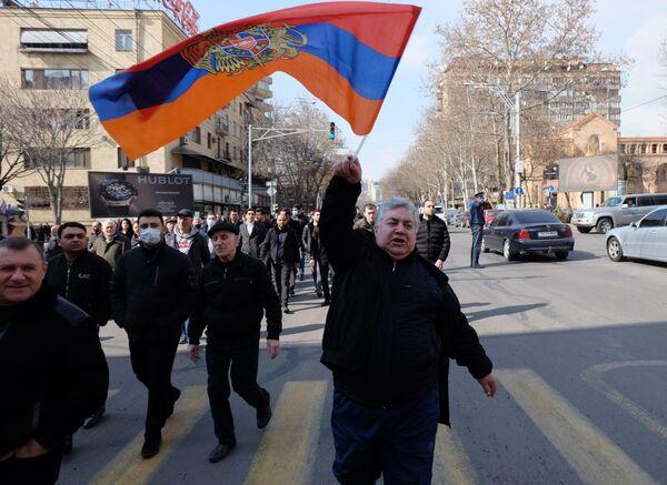 Участники митинга в Ереване, Армения - Sputnik Таджикистан