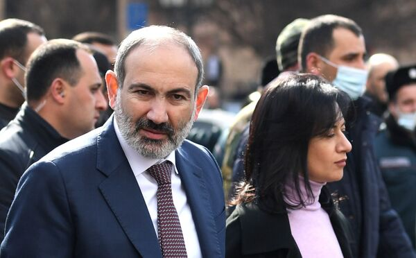 Премьер-министр Армении Никол Пашинян с супругой Анной Акопян - Sputnik Таджикистан