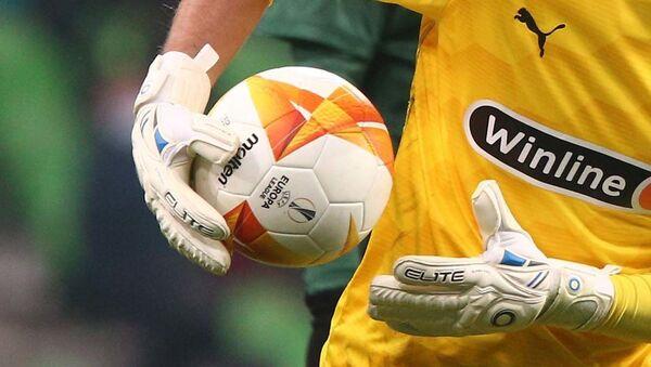 Мяч в руках вратаря в финале Лиги Европы УЕФА сезона 2020/2021 - Sputnik Тоҷикистон