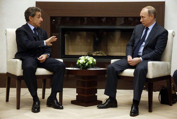 Встреча президента России Владимира Путина и экс-президента Франции Николя Саркози в 2015 году - Sputnik Таджикистан
