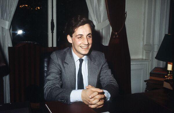 28-летний Николя Саркози обращается к своим сторонникам 29 апреля 1983 года - Sputnik Таджикистан