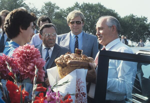 Пребывание генерального секретаря ЦК КПСС Горбачева в Краснодарском и Ставропольском краях с 17 по 19 сентября 1986-го - Sputnik Таджикистан