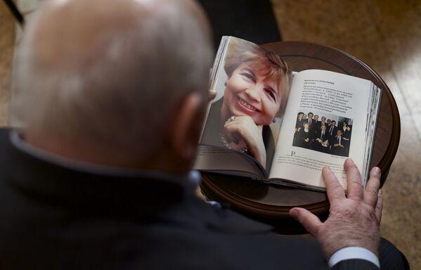 В 1999 году Горбачев потерял супругу. Раиса Максимовна умерла от лейкоза  в Германии, где проходила лечение. После его ухода с поста президента СССР она помогала мужу в создании и работе Горбачев-фонда, создала и возглавила Клуб Раисы Максимовны - Sputnik Таджикистан