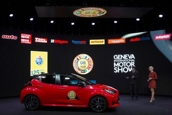 Автомобиль Toyota Yaris во время церемонии награждения Автомобиль года - 2021 в Женеве - Sputnik Таджикистан