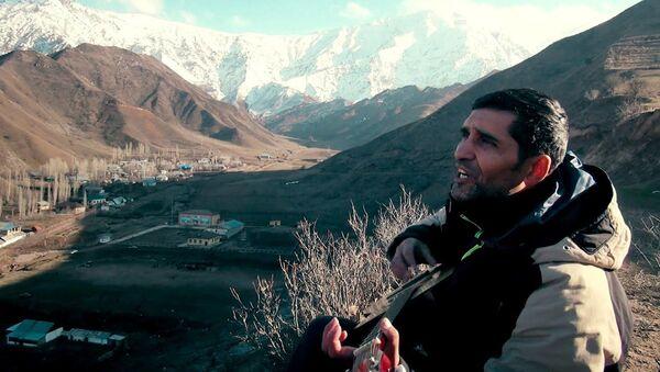 Чаки чаки Борон, на гитаре в горах Таджикистана - Sputnik Тоҷикистон