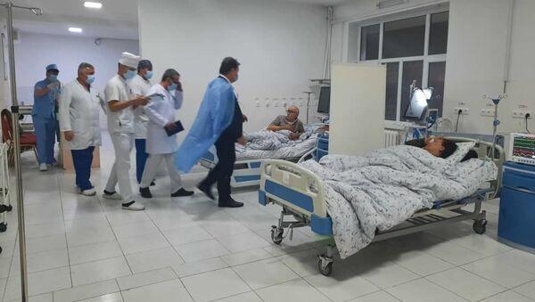 Министр здравоохранения Таджикистана посетил больных - Sputnik Тоҷикистон