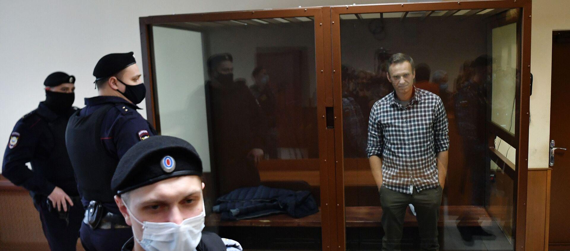 Алексей Навальный в зале Бабушкинского районного суда - Sputnik Таджикистан, 1920, 04.03.2021