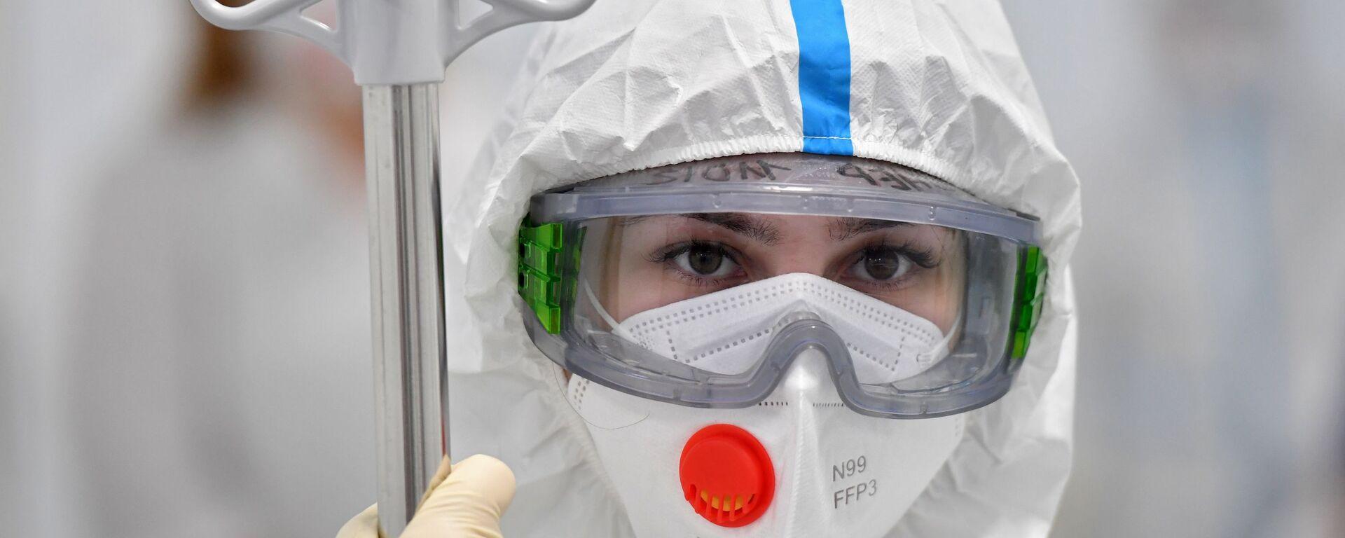 Медсестра в инфекционной клинической больнице №2 Департамента здравоохранения города Москвы - Sputnik Таджикистан, 1920, 26.07.2021