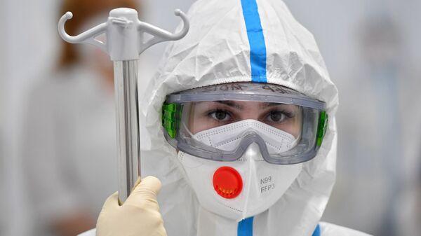 Медсестра в инфекционной клинической больнице №2 Департамента здравоохранения города Москвы - Sputnik Тоҷикистон