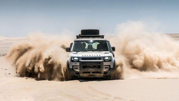 Худрави Land Rover Defender дар кавири Намибия - Sputnik Тоҷикистон