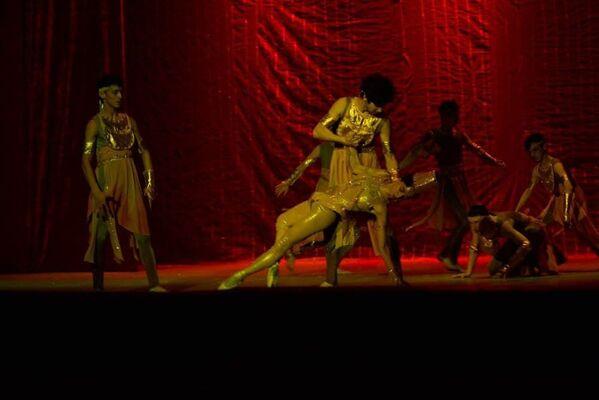 Хореограф Сергей Райник знает таджикских танцовщиков не понаслышке, ведь балетные школы Перми и Душанбе имеют давние традиции сотрудничества - Sputnik Таджикистан