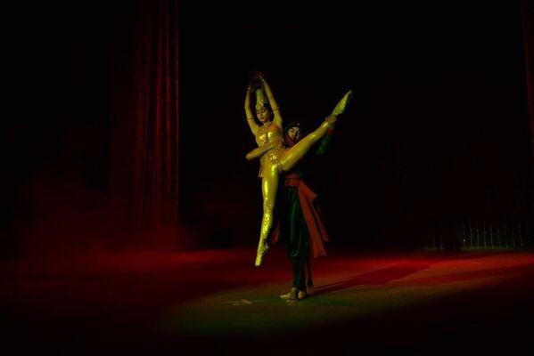 Спектакль, костюмы и декорации спектакля Золотое сердце Востока были готовы за 12 дней - Sputnik Таджикистан