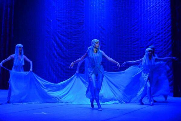 Бушующие стихии раскаленного песка и обжигающего ветра, которые усмиряет волшебный дождь, переданы чарующим языком танца - Sputnik Таджикистан
