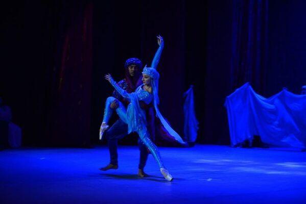 Показ спектакля Золотое сердце Востока состоялся в канун Дня матери в Таджикском государственном академическом театре оперы и балета в Душанбе - Sputnik Таджикистан