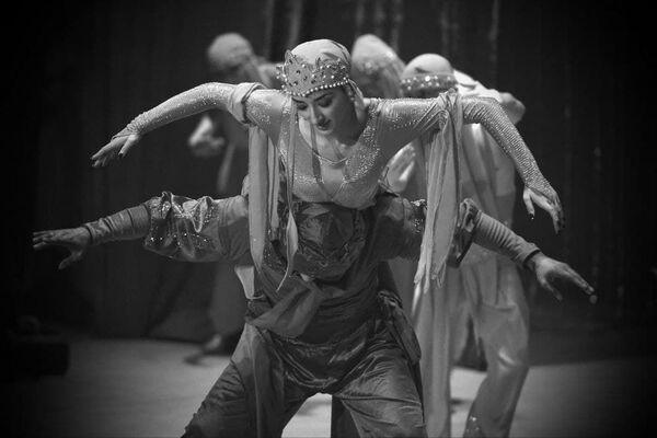 Модерн-балет поставлен по мотивам цикла сказок Тысяча и одна ночь - Sputnik Таджикистан