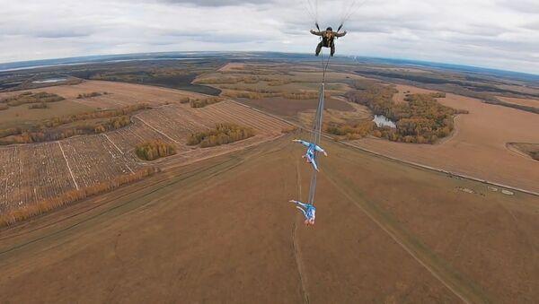 Сумасшедшие трюки без страховки на высоте 600 метров - видео - Sputnik Тоҷикистон