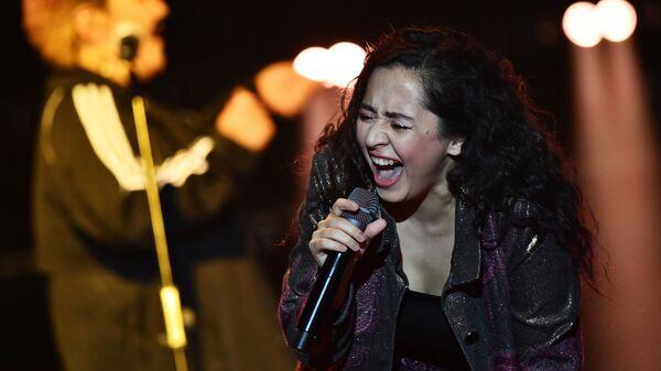 Певица Manizha (Манижа) выступает на концерте в Crocus City Hall в Москве - Sputnik Таджикистан
