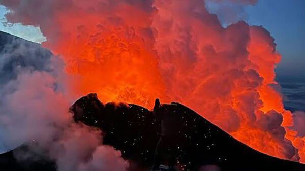 Невероятное извержение на Ключевской Сопке - Sputnik Тоҷикистон