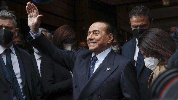 Бывший премьер-министр Италии Сильвио Берлускони - Sputnik Таджикистан