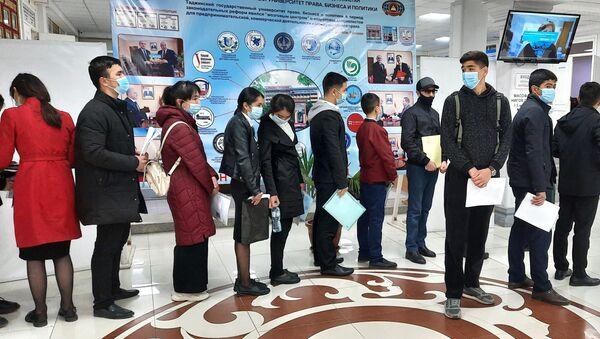 В Худжанде стартовали экзамены для поступления в вузы России - Sputnik Таджикистан
