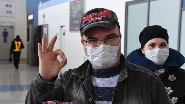 Туристы в аэропорту Владивостока - Sputnik Таджикистан