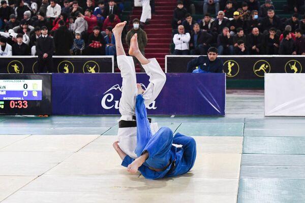Возможность принять участие в турнире была у юных спортсменов: на ринг вышли ребята от 14 до 20 лет - Sputnik Таджикистан