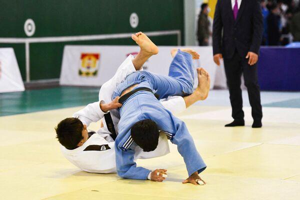 Возможность побороться за места в национальном рейтинге получили ребята с весом60, 66, 73, 81, 90, 100 и более 100 килограмм - Sputnik Таджикистан